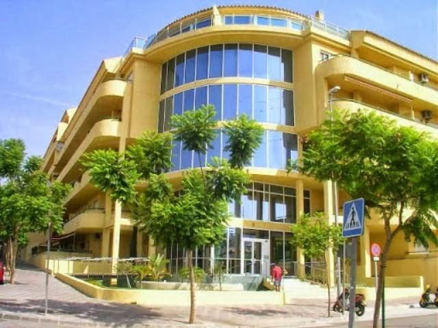 Piso en venta en fuengirola por inmobiliaria for Pisos en fuengirola de bancos