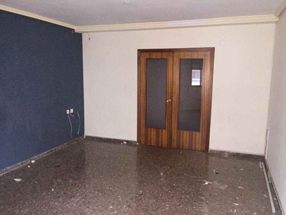Piso en venta en alcoi por inmobiliaria bancaria for Banc sabadell pisos