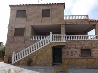 Chalet en venta en Chiva de 490  m²
