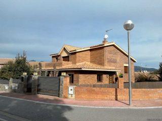 Chalet en venta en Sant Esteve Sesrovires de 343  m²