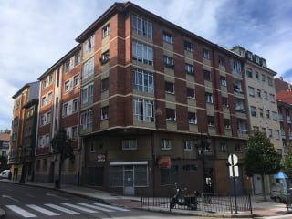 Piso en venta en Oviedo de 67  m²