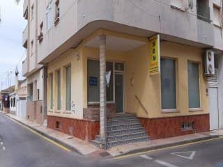 Local en venta en Los Alcázares de 121  m²