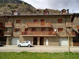 Local en venta en La Guingueta D'Àneu de 86  m²