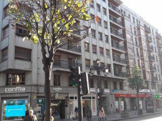 Piso en venta en Oviedo de 70  m²
