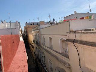 Piso en venta en Cádiz de 91  m²